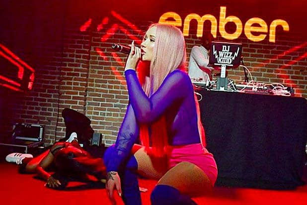 Iggy Azalea Wants you to Smarten Up your Coffee Break